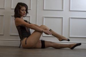Anne-aurore outcall escort and sex party