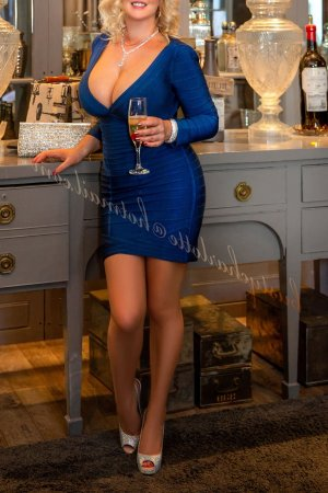 Nalia escorts services in Glen Carbon IL